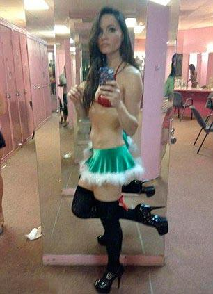 Geçen yıl nisan ayında Houston Chronicle'da yazmaya başlayan 29 yaşındaki Sarah Tressler'in ikili bir yaşam sürdüğü ve gündüz muhafazakar yaşamı övüp gece striptiz yaptığı belirlendi.