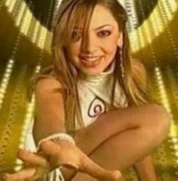 Türkiye'nin Eurovision temsilcilerinden Hadise Açıkgöz Belçika'da bir pop yarışmasına katıldığında böyle görünüyordu.