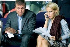 İrina Abramoviç 2 milyar dolar  Rusya'nın en zengin adamı olan Roman Abramoviç, kendisinden 15 yaş küçük sevgilisi için 16 yıllık eşi ve beş çocuğunun annesi İrina Abramoviç'ten boşandı. Abramoviç'in servetinin yarısını almayı planlayan İrina, anlaşma sonucu 2 milyar dolar aldı.