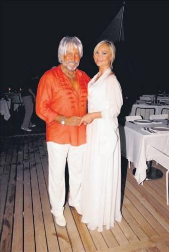Şebnem Tunç 2,5 milyon TL  Reklamcı Ünver Oral, ilk eşi manken Figen Erkan'dan yüklü bir tazminat karşılığında boşanmıştı. Oral bu boşanmanın ardından gönlünü, bir başka mankene, Şebnem Tunç'a kaptırdı. Hatta Tarabya'daki evini de satarak Cannes'a yerleşti.   Ünver Bey ikinci evliliğini de sonlandırdı. Tabii yine yüklü bir tazminat ödeyerek! Şebnem Hanım boşanma sonrasında bir ev, 2.5 milyon TL nakit, 8 bin TL nafaka ve bir de otomobil aldı.
