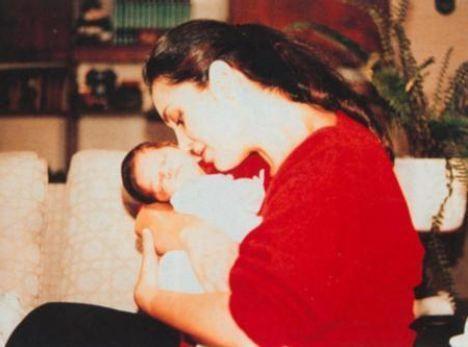 Türkan Şoray  Yeşilçam'ın Sultan'I Türkan Şoray'ın Cihan Ünal ile olan evliliğinden bir kızı dünyaya geldi. Anne - kız birlikte ilk fotoğrafı Yağmur, henüz bir aylıkken çekildi.