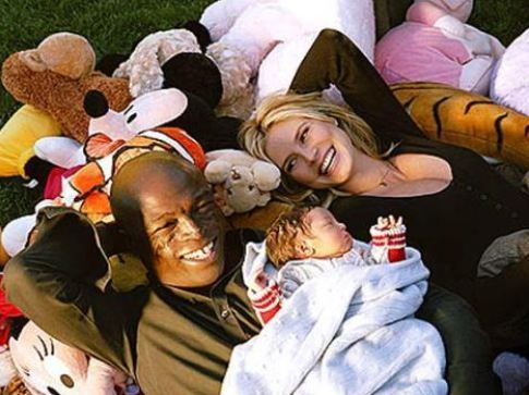 Üç cocukları olan ünlü çift şimdi yeni doğacak bebeklerinin heyecanını yaşıyor.
