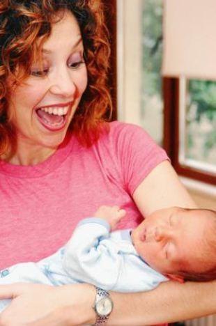 Anne olmanın yaşanabilecek en güzel mutluluk olduğunu söyleyen çift, bebeklerine Ali ismini koydu.