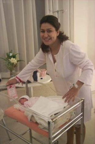 İclal Aydın  İclal Aydın'ın Kemal Başbuğ ile olan evliliğinden bir kızı oldu. Taksim Alman Hastanesi'nde sezaryenle doğum yapan Aydın, 2 kilo 950 gram ağırlığındaki kızına Zeynep Lal ismini verdi.