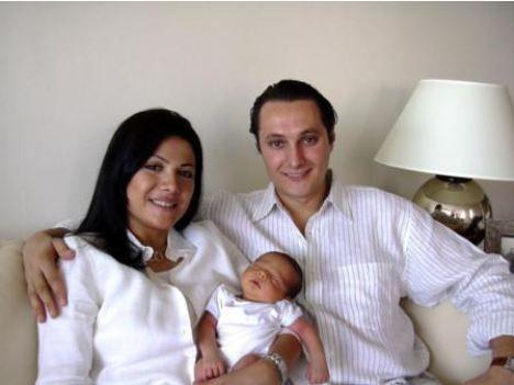 Jülide Ateş  Spiker Jülide Ateş ve Emre İskeçeli çiftinin oğulları Amerika'da dünyaya geldi. Çift çocuklarına Ali adını verdi.