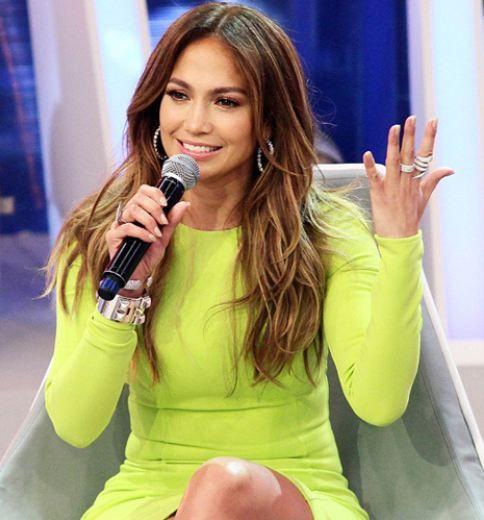 Marc Anthony'den ayrıldıktan sonra kendisinden 18 yaş küçük olan dansçısı Casper Smart'la birlikte olan ünlü şarkıcı Jennifer Lopez (42), yeni filminin tanıtımı için Brezilya'ya gitti.
