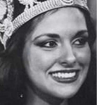 Şener, kraliçe seçildikten sonra oyunculuğa yöneldi.