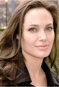 Angelina Jolie, annesi Marcheline Bertrand'ın kopyası gibi. BÜyük kızı Shiloh da kendisine çok benziyor.