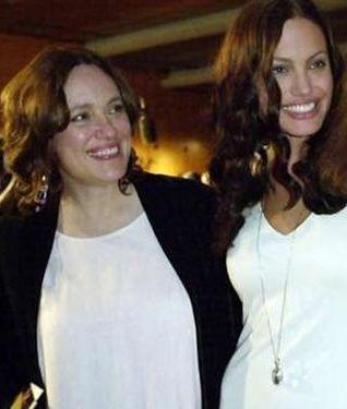 Jolie, annesini bir süre önce kaybetti.