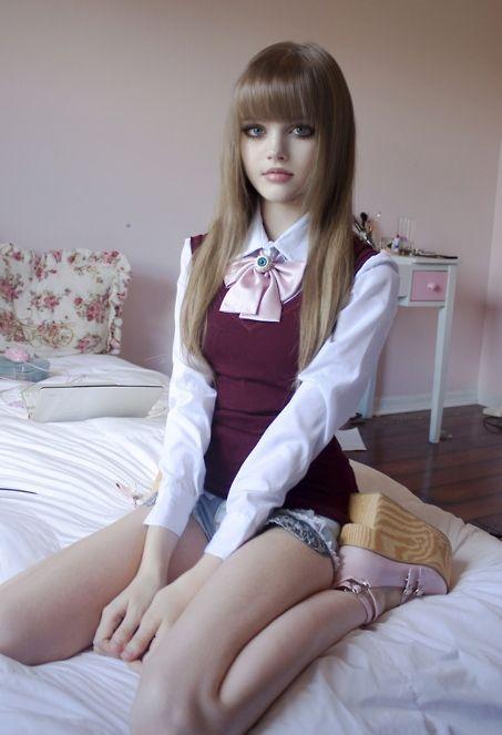 YouTube'a yüklediği videolarda makyaj teknikleri ve giyim tarzıyla ilgili bilgi veren Dakota Rose'un videoları çok ilgi görüyor.
