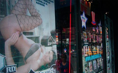 """Porno filmlerde oynayıp, ün kazanmalarının ardından çeşitli nedenlerle bu sektörü bırakan kadınlar """"porno yıldızlığından sonraki yaşam""""larıyla ilgili yaptıkları seçimlerle de haber oluyorlar."""