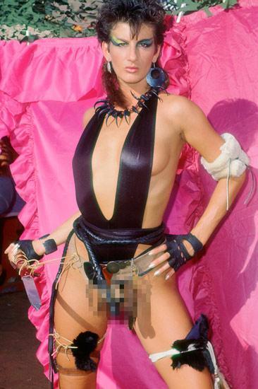 1998 yılında Mitchell Porno Endüstrisi Tıbbi Sağlık Hizmeti Vakfı'nı kurdu ve porno oyuncularına cinsel yolla bulaşan hastalıklarla ilgili testler yapıp, bilgi vermeye başladı.