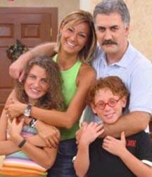 Bir çok dizide de sinema filminde rol alan Karadağlı, seyircinin hafızasına Çocuklar Duymasın'daki Haluk olarak kazındı.