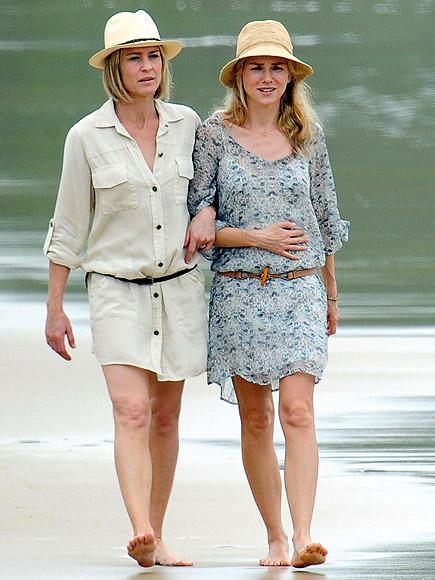 Robin Wright ve Naomi Watts, Sybdey Avustralya'da çekilen The Grandmothers filminin setinde.