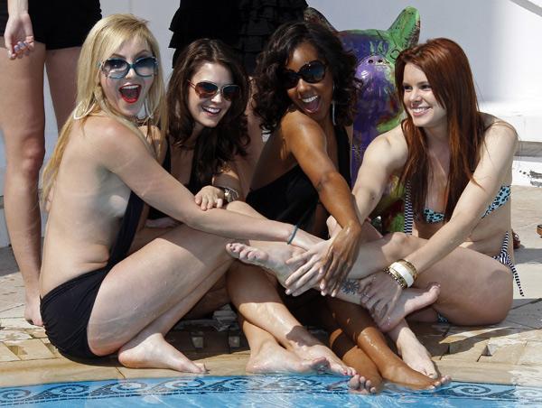 Çekimlerde Madison Dylan, Tiffany Brouwer, Shani Pride, Catherine Annette, Nikki Griffin ve Christine Donlon yer aldı.