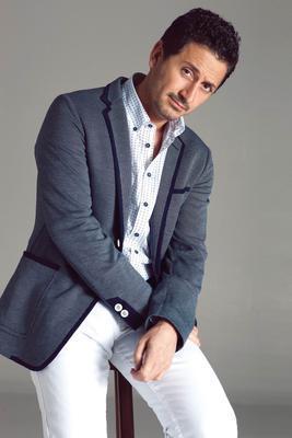 Karaca'nın dizideki rol arkadaşı Murat Han daha deneyimli.