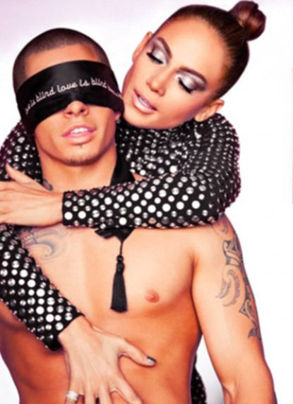 Jennifer Lopez 'Dance Again' adlı videosunda sevgilisi Casper Smart'la kamera karşısına geçti.