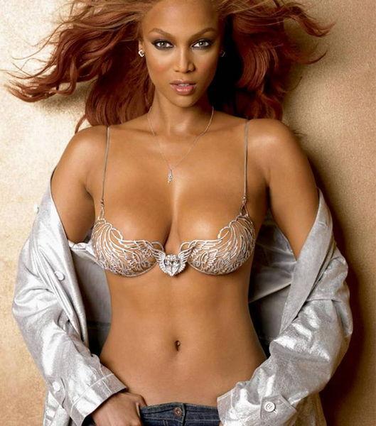 """Tyra Banks Dünyaca ünlü model """"People"""" dergisiyle yaptığı söyleşide 8 yaşından beri yunuslardan korktuğunu söyledi. Banks şöyle konuştu: """"Bazen rüyamda kendimi bir havuzda görüyorum. Etrafımda bir sürü yunus var ve bana saldırıyorlar."""""""