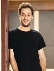 Kaan Taşaner Genç aktör 1.78 cm boyunda.
