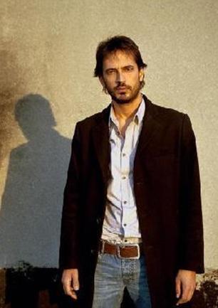Timuçin Esen  Yakışıklı aktörün boyu 1.89 cm.