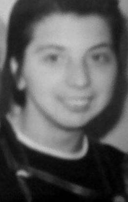 Bu siyah- beyaz fotoğraftaki genç kadın müzik dünyasının çok ünlü bir yıldızının kardeşi.
