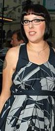 Karina'nın abisi çok yakışıklı ve ünlü bir film yıldızı.
