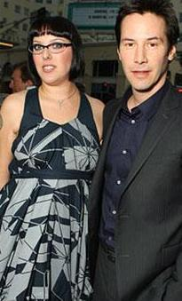Karina Keanu Reeves'in kızkardeşi.