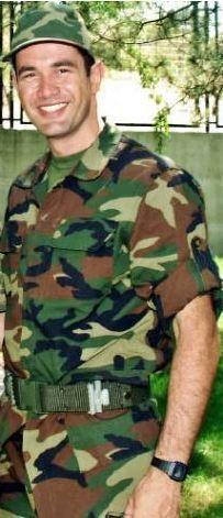 Ünlü şarkıcı Keremcem askerliğini Ankara Mamak'ta yaptı.