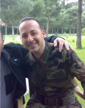"""""""Komedi Dükkanı"""" adlı programla şöhreti yakalayan, Tolga Çevik, askerlik görevini Ankara Kara Kuvvetleri Armoni Mızıka Bölüğü'nde yaptı."""