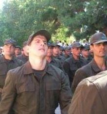 Emre Belözoğlu askerliğini Burdur'daki 58. Piyade Er Eğitim Alayı'nda yaptı.
