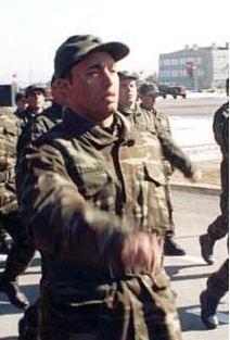 Ünlü şarkıcı Mustafa Sandal askerde.