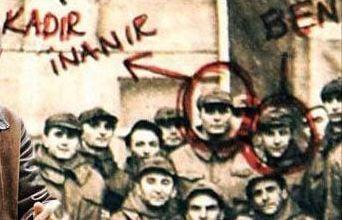 Ünlü müzisyen Mazhar Alanson'un piyasaya yeni çıkan kitabından bir sayfa. Alanson (sağda) ve Kadir İnanır meğer asker arkadaşıymış.
