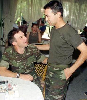 Serdar Ortaç askerliğini Sivas 5'inci Piyade Er Eğitim Tugay Komutanlığı 178'inci Piyade Er Eğitim Alayı'nda bedelli askerlik yaptı. Ortaç'ın asker arkadaşlarından biri de Kaan Girgin'di.
