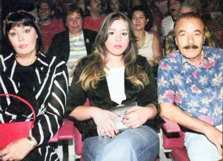 Necla Nazır'ın 30 yıllık hayat arkadaşı, kızı Tuğçe'nin babası Ferdi Tayfur, Habibe Ünyani Demir'e aşık olmuş, 2 yıl önce evi terk etmişti.