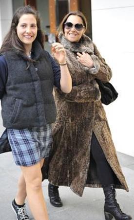 Avşar, Zehra'nın bir kaç ay önce erkek arkadaşıyla çekilen fotoğrafını Twiter'a koymasına tepki göstermişti.