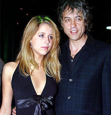 TEK GECELİK KAÇAMAK SKANDAL YARATTI  Ünlü müzisyen ve Live AID projesinin mimarı Bob Geldof'un kızı Peaches'in başı; ABD seyahati sırasında yaşadığı tek gecelik kaçamak yüzünden derde girdi...