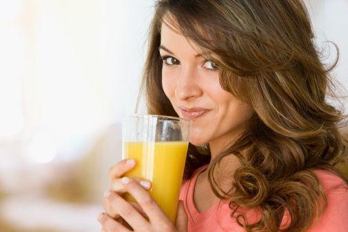 3.Proteinler  Et, tavuk, balık, yumurta, kurubaklagiller, kuruyemişler protein içerir. Büyümemiz için gerekli aminoasitler proteinlerden sağlanır.Kaslar,cilt,saç ve dokularımızın     yapısında bulunur.Günde 3 porsiyon protein almalıyız.