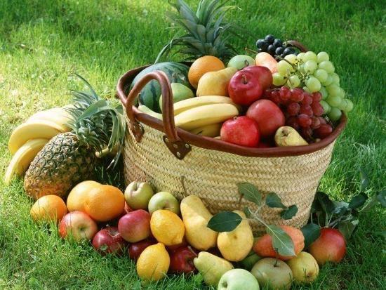 4.Sağlıklı beslenmek için günlük kalori alımınızın % 50 sini karbonhidratlardan almalısınız.  5.Yemeklerde deniz tuzu kullanmak ve bol su içmek ruh halinizi düzeltmek için gerekli olan mineralleri almanızı sağlar.  6.Asla aç kalmayın, açlık sadece sizi sinirli yapmaz, kan şekerinizi düşürür, migreninizi tetikler ve metabolizmanızı yavaşlatır.  7.Şeker her ne kadar mutlu etse de vücudumuzun dışarıdan şekere ihtiyacı yoktur. Beslenmenizde şekeri, meyveden veya ekmekten zaten alıyorsunuz.  8.B kompleks vitaminleri , kansızlık,sinirlilik,stres,uyku problemleri ve hafıza sorunlarında faydalıdır.Gerektiğinde takviye alın.