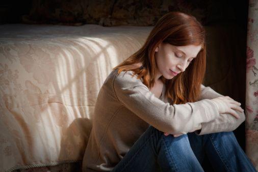 Serotonin yükseldiğinde veya yeterli olduğunda ise; moraliniz yüksek olur, rahat uyku uyursunuz, iştahınız azalır,ruh sağlığınız düzelir,enerjiniz artar.  Vücudumuzda bu kadar etkili olan bu hormonun düzensizliğinde birçok hastalık ortaya çıkar.Serotonin ve hastalıklar:  1.Depresyon: Depresyonda serotoninin etkisi büyüktür.Serotonin eksikliğini gidermek amacıyla doktorlar serotonini yükselten antidepresanlar kullanır.