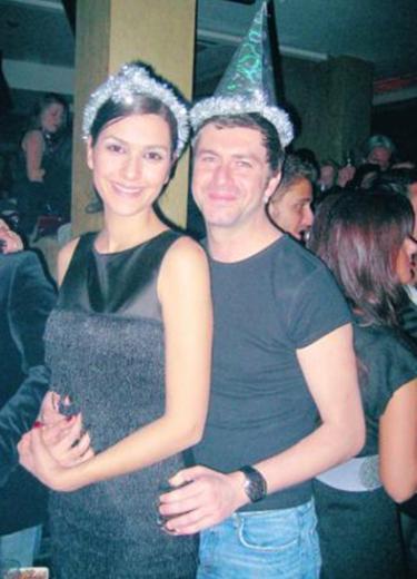 Bergüzar Korel, Tan Sağtürk ile evliliğin eşiğinden döndü.