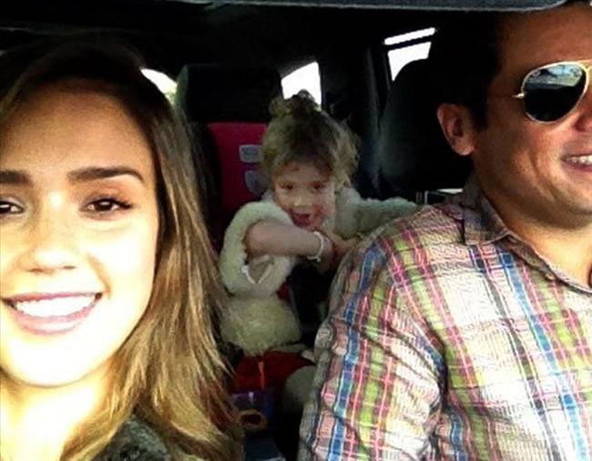 Jessica Alba ve ailesi