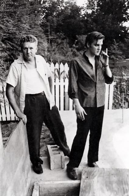 Elvis Presley, babası ile birlikte.
