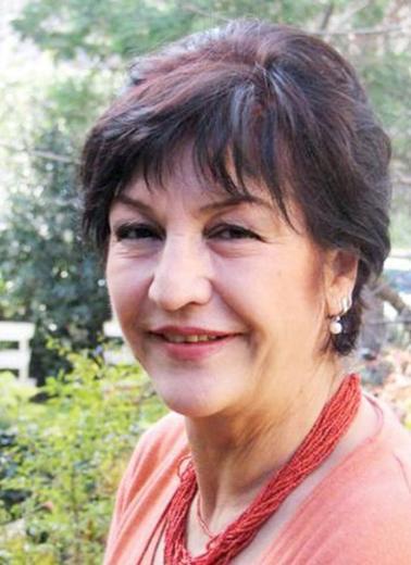"""OLACAK O KADAR İLE TANINMIŞTI  Olacak O Kadar""""daki skeçlerle hafızalara kazınan oyuncu Fatma Murat pankreas kanserine yenik düştü."""