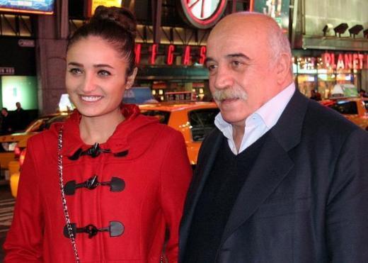 Atasoy'un adını sanat dünyasında kızı Fadik Sevin Atasoy sürdürüyor.