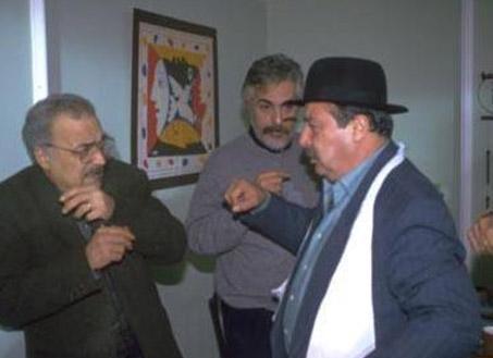 """Dizide apartmanın """"Katil"""" namıyla tanınan asabi sakinini canlandıran aktör Aykut Oray da Fethiye'de konuğu olduğu Köyceğiz Film Festivali sırasında otel odasında hayata veda etti."""