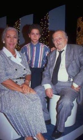 BABAANNENİN VEDASI  Dizinin kadrosunda en uzun süre kalan oyunculardan biri Güzin Öpizek.