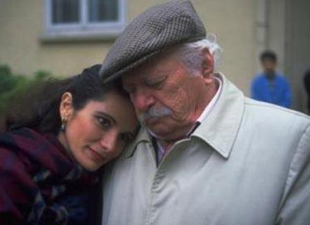 DEDE DE HAYATA VEDA ETTİ Dizide Şükrü ve Şevket karakterlerinin babasını oynayan Orhan Çağman da hayata veda etti.