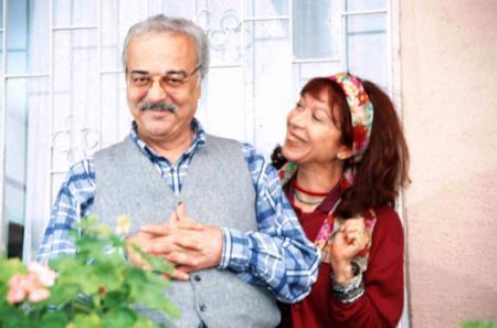 HUYSUZ SABRİ BEY Dizide apartmanın huysuz, geçimsiz yöneticisi Sabri Bey'i canlandıran Mehmet Akan da beklenmedik bir anda hayata veda etti.