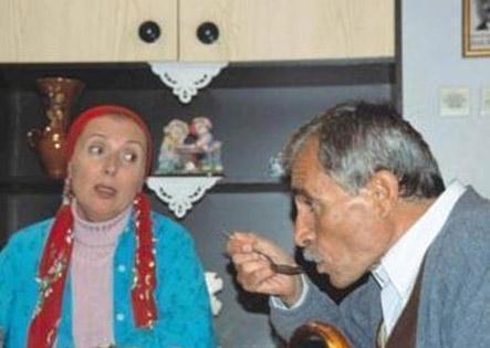 Sözbir aynı zamanda İstanbul Şehir Tiyatrosu'nun oyuncusuydu.