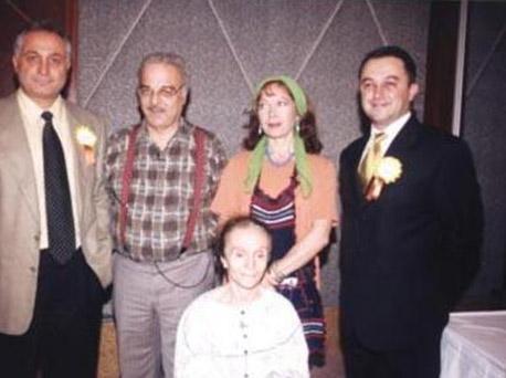 SABRİ BEY'İN KAYINVALİDESİ DE ÖLDÜ Sabri Bey'in kayınvalidesini canlandıran Latife Saruhan 2001 yılında hayata veda etti.